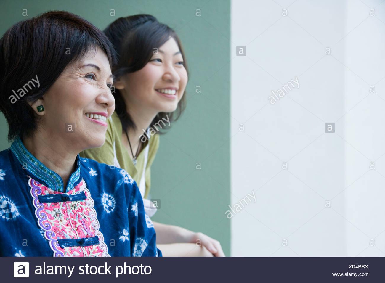 Close-up of a senior woman smiling avec sa petite-fille Banque D'Images