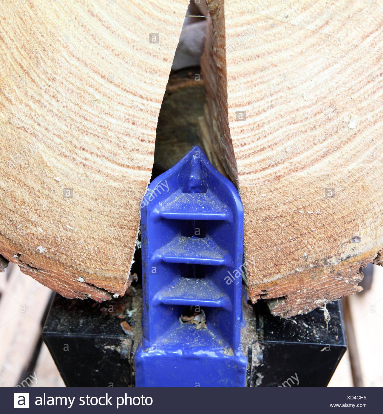Fendre du bois Photo Stock