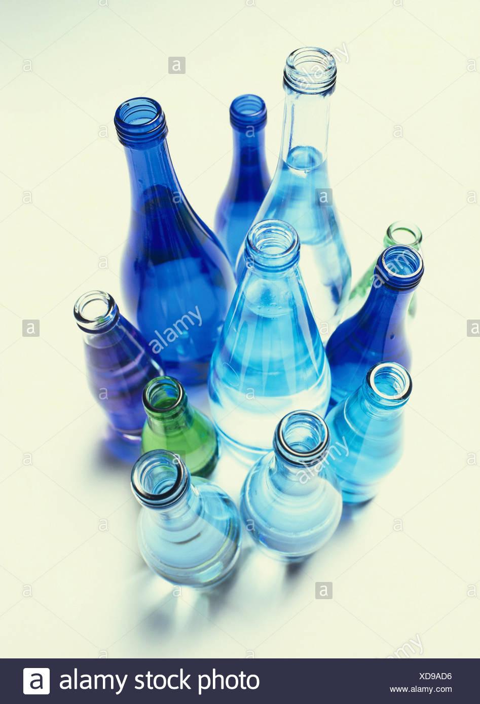 aee17203e5 Bouteilles en verre, est décédé, blanc, bleu, vert bouteille d'eau,  bouteilles d'eau, bouteille de verre, de la taille, d'une manière  différente, ...