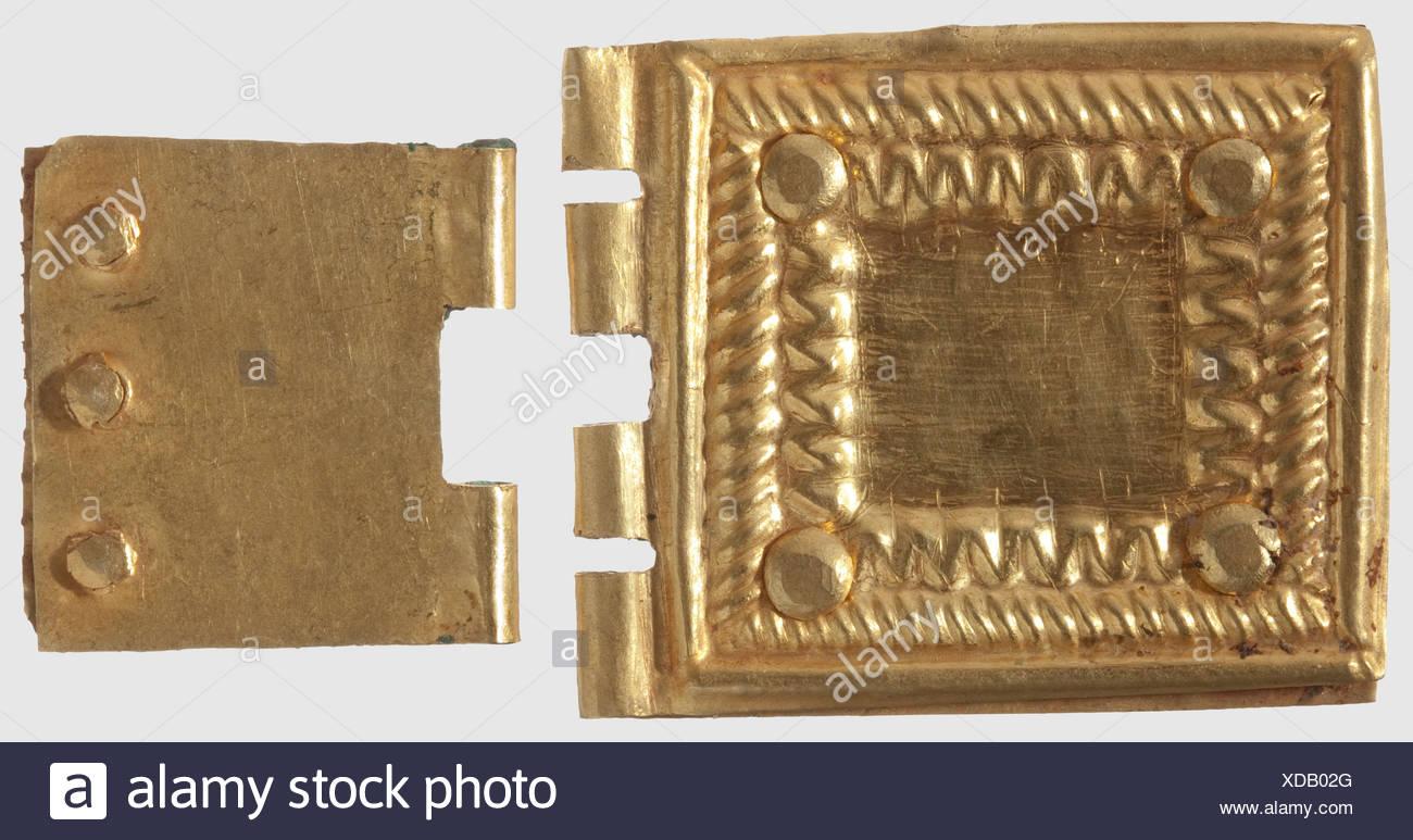 Deux plaques de ceinture germanique d or, 4ème - 7ème siècle A.D. Fixations  de 93417c1a667