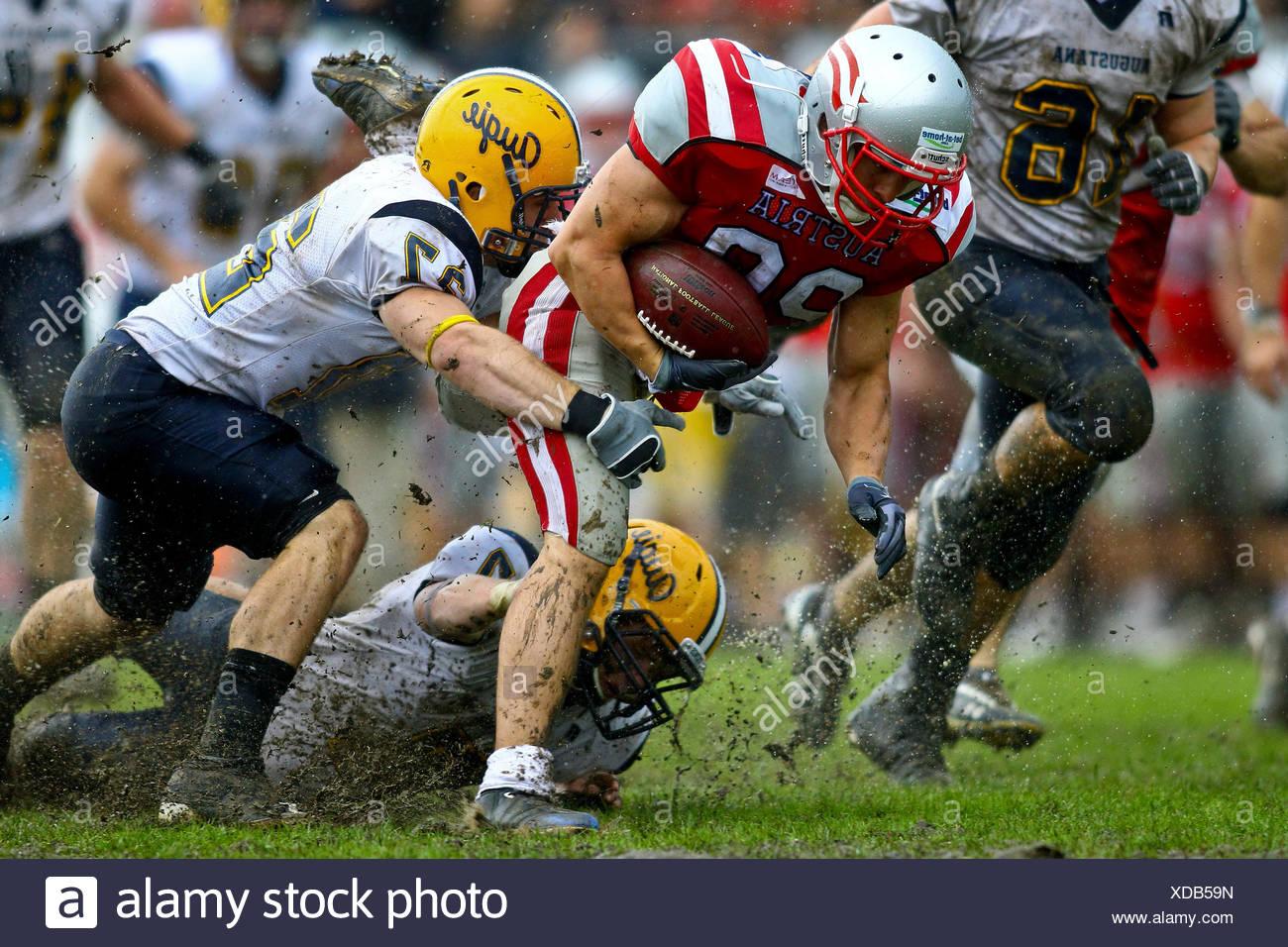 L'équipe de football américain, l'Autriche contre l'Augustana Vikings jouant dans l'organisme de bienfaisance Bol XII, Hohe Warte Stadium, Vienne, Autriche Photo Stock
