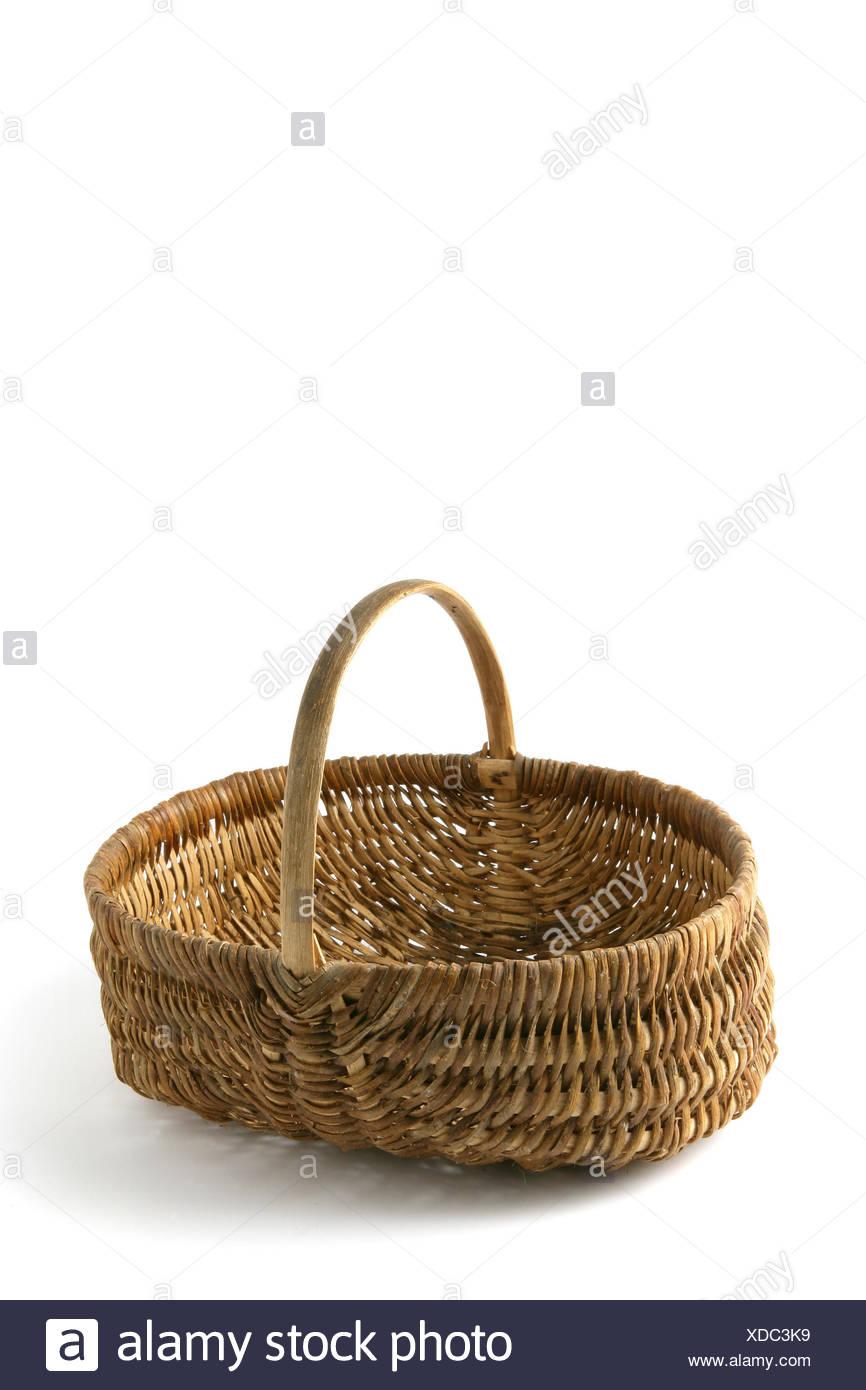 Object,vertical, panier en osier,fond blanc Photo Stock