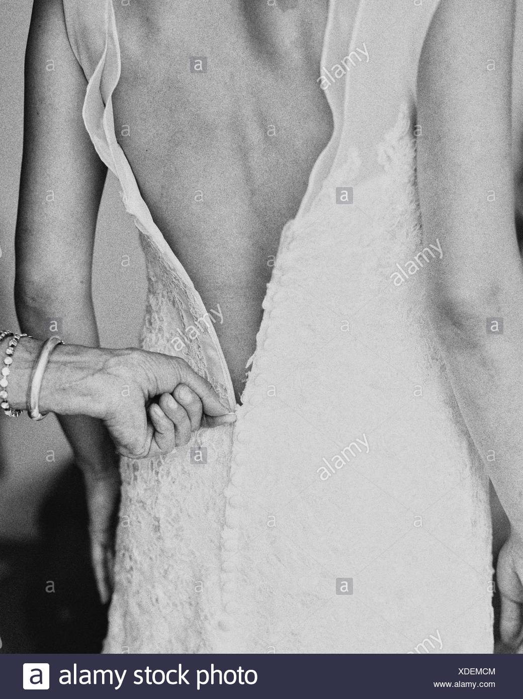 Portrait de Mère Zipper robe mariée Photo Stock