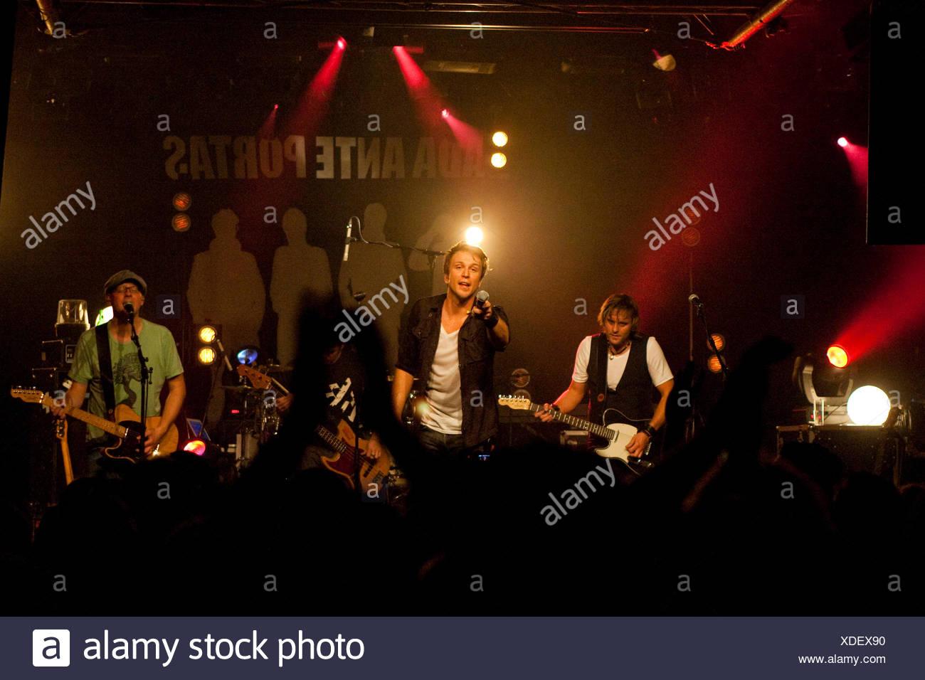 La Swiss pop et rock band Dada ante portas vivre au lieu Schueuer, Lucerne, Suisse Photo Stock