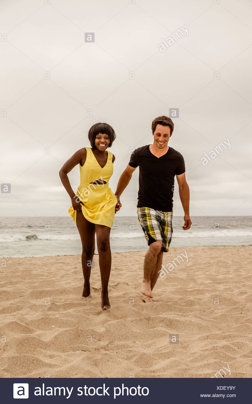 Couple à la plage Banque D'Images