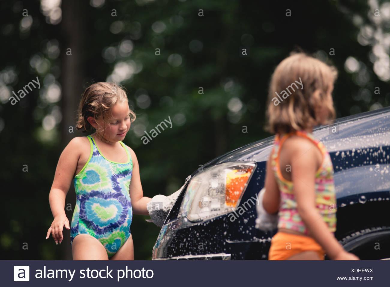 Sœurs (6-7, 8-9) lave-van Photo Stock