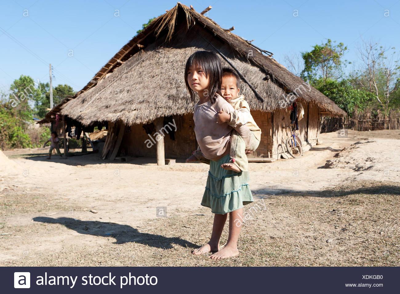 Les enfants en situation de pauvreté Photo Stock
