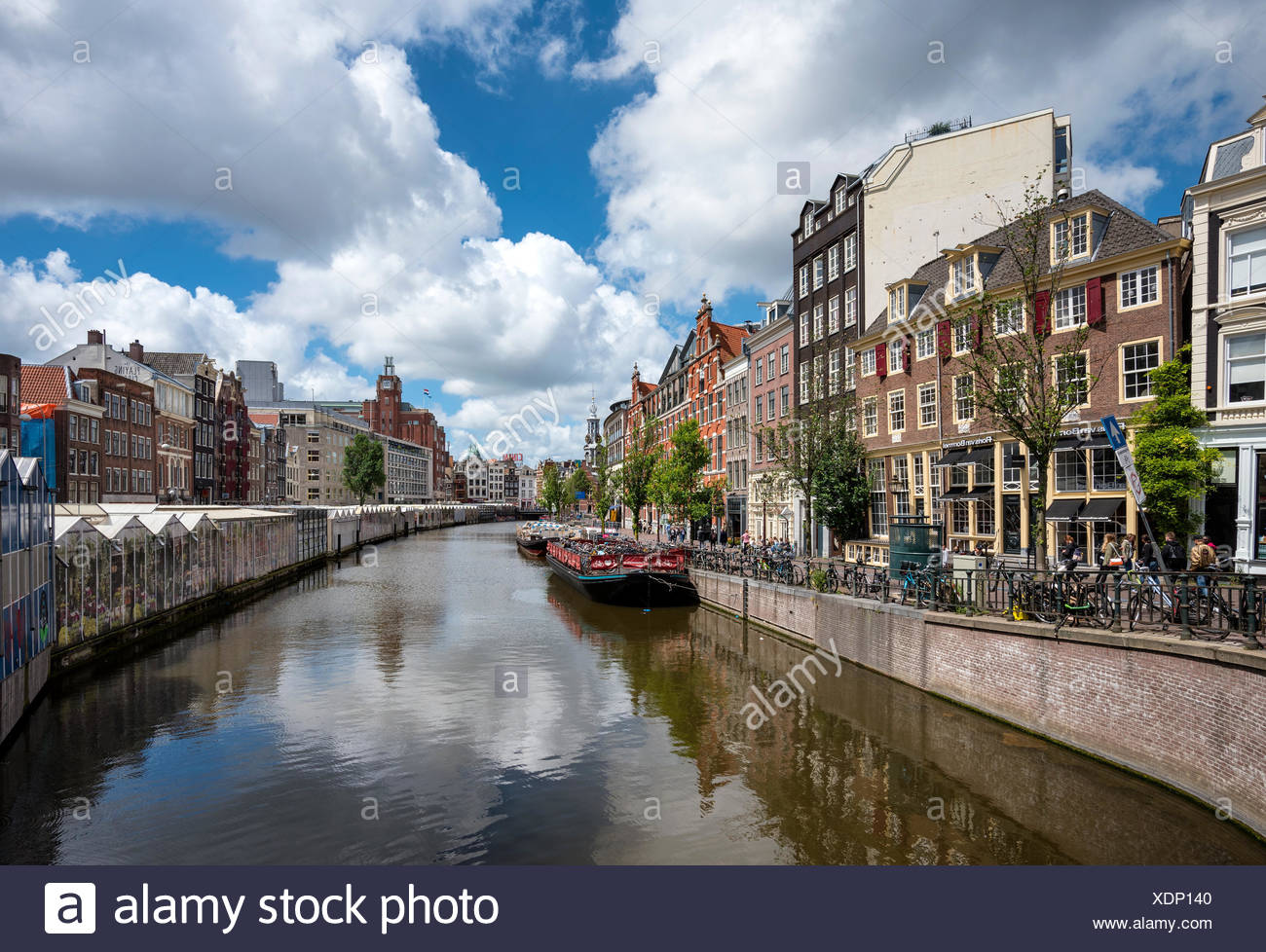 Le Singelgracht à Bloomenmarkt, Amsterdam, Hollande du Nord, Pays-Bas Photo Stock