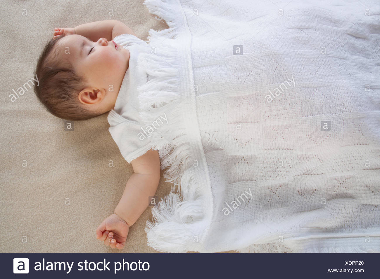 Un bébé dort Photo Stock