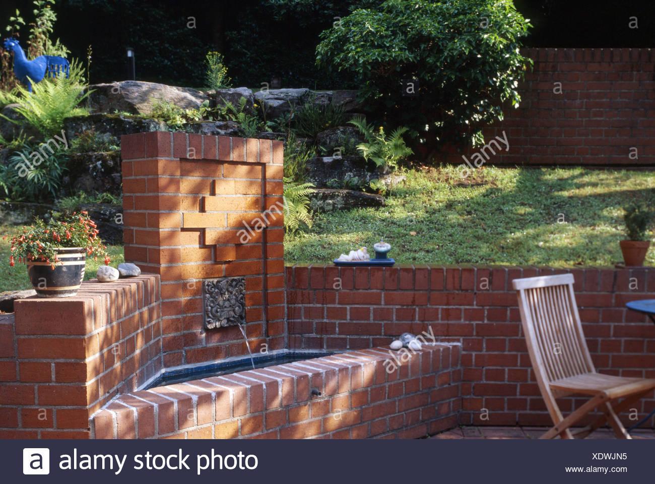 Détail De Leau En Fonction De La Brique De Jardin Patio Avec