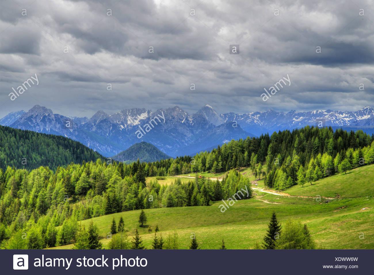 Ciel nuageux sur les cols alpins, l'Italie, le Tyrol du Sud, Dolomiten Banque D'Images