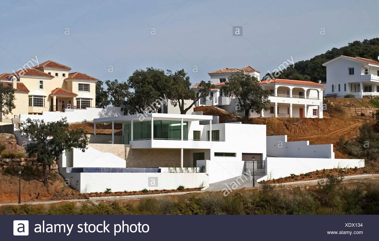 Immeubles A Flanc De Colline Sur Maison Moderne Dans Le Sud De L Espagne Photo Stock Alamy