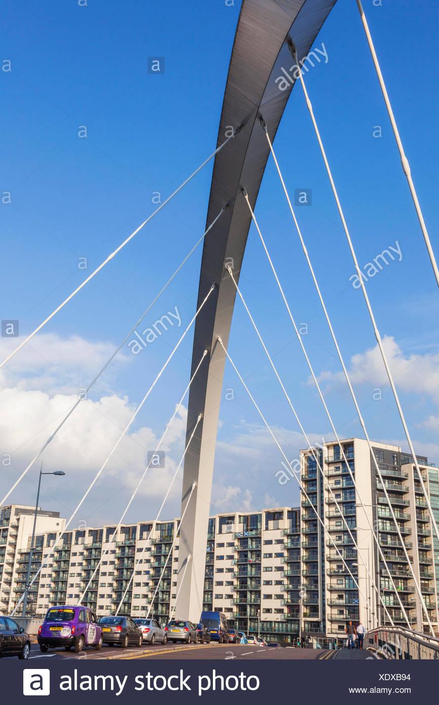 UK, Royaume-Uni, Europe, Grande-Bretagne, l'Angleterre, l'Écosse, Glasgow, Clydebank, Clyde Arc et moderne appartement front de mer Banque D'Images