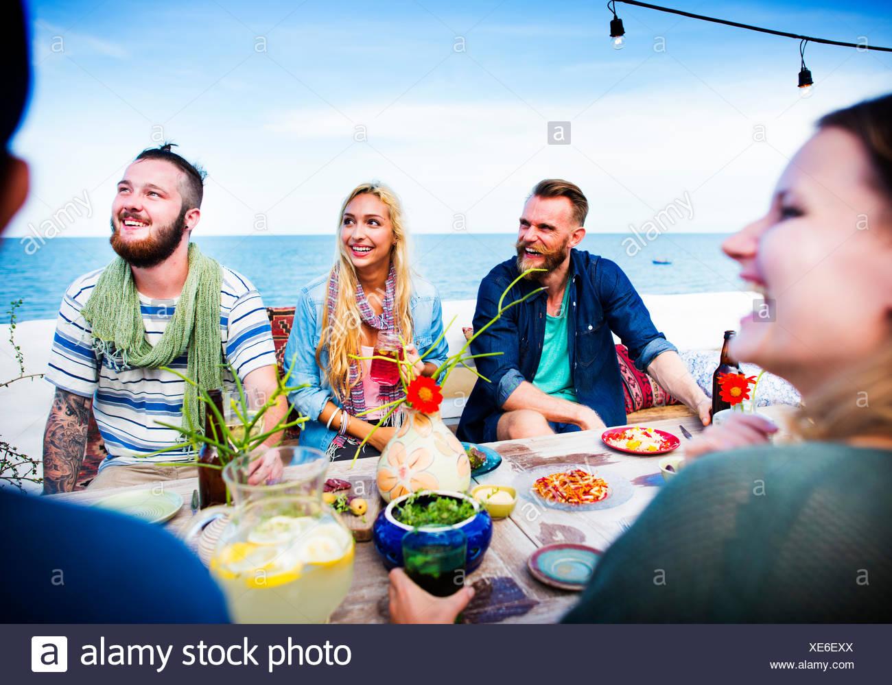 Beach Party d'été diversifiée Roof Top Concept amusant Photo Stock