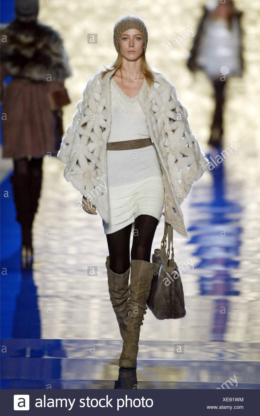 1fbfd741c0d9 Blumarine Prêt à porter un Milan W Model Raquel Zimmermann longue ligne  droite cheveux blonds portant