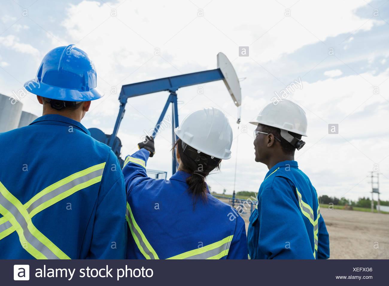 Puits de pétrole Workers Photo Stock