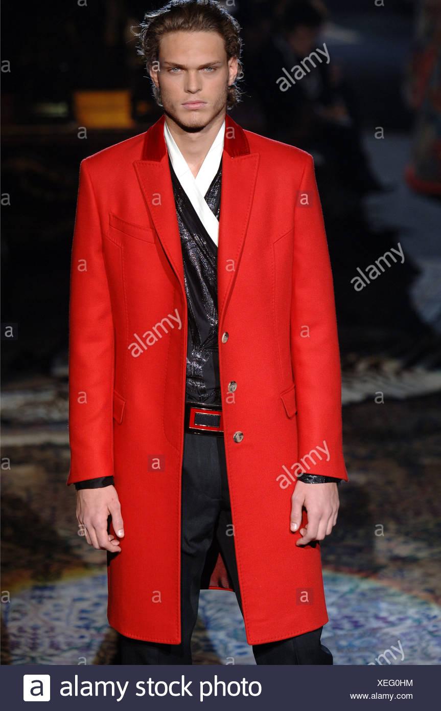 Vêtements pour homme Roberto Cavalli W Milan un homme blond portant un dos  peigné les cheveux f866b99ee4a7