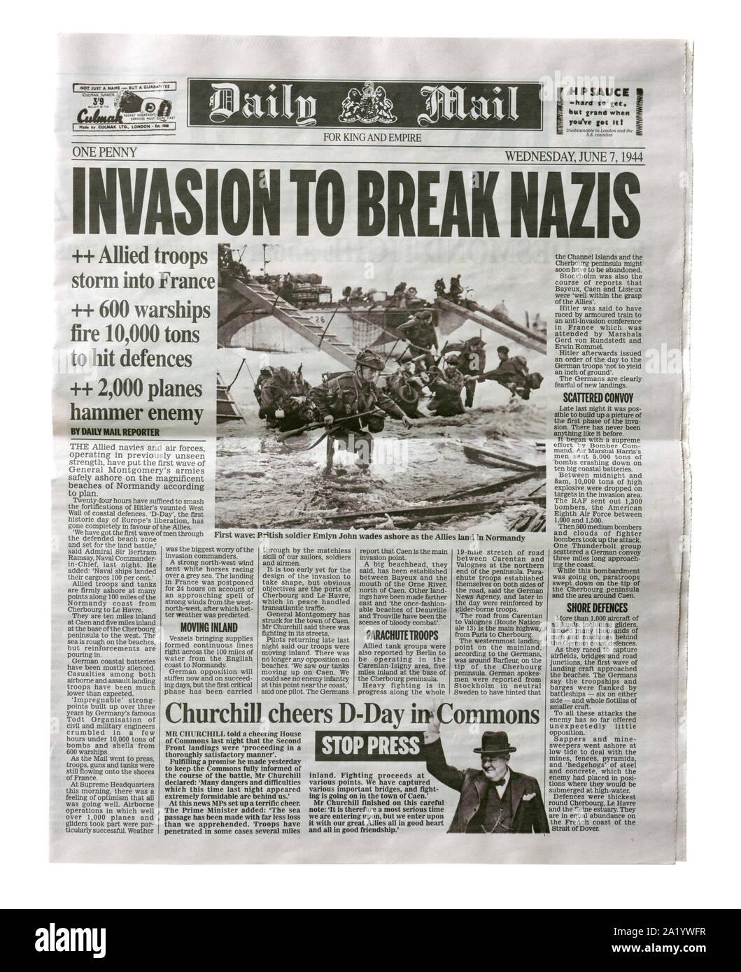 Una riproduzione pagina anteriore del Daily Mail dal 7 giugno 1944 con notizie circa l'invasione alleata della Francia dopo il D-Day. Foto Stock