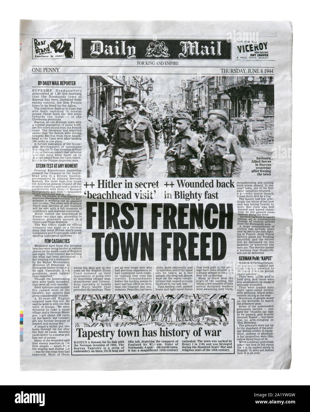 Una riproduzione pagina anteriore del Daily Mail dal 8 giugno 1944 con notizie circa l'invasione alleata della Francia dopo il D-Day. Foto Stock