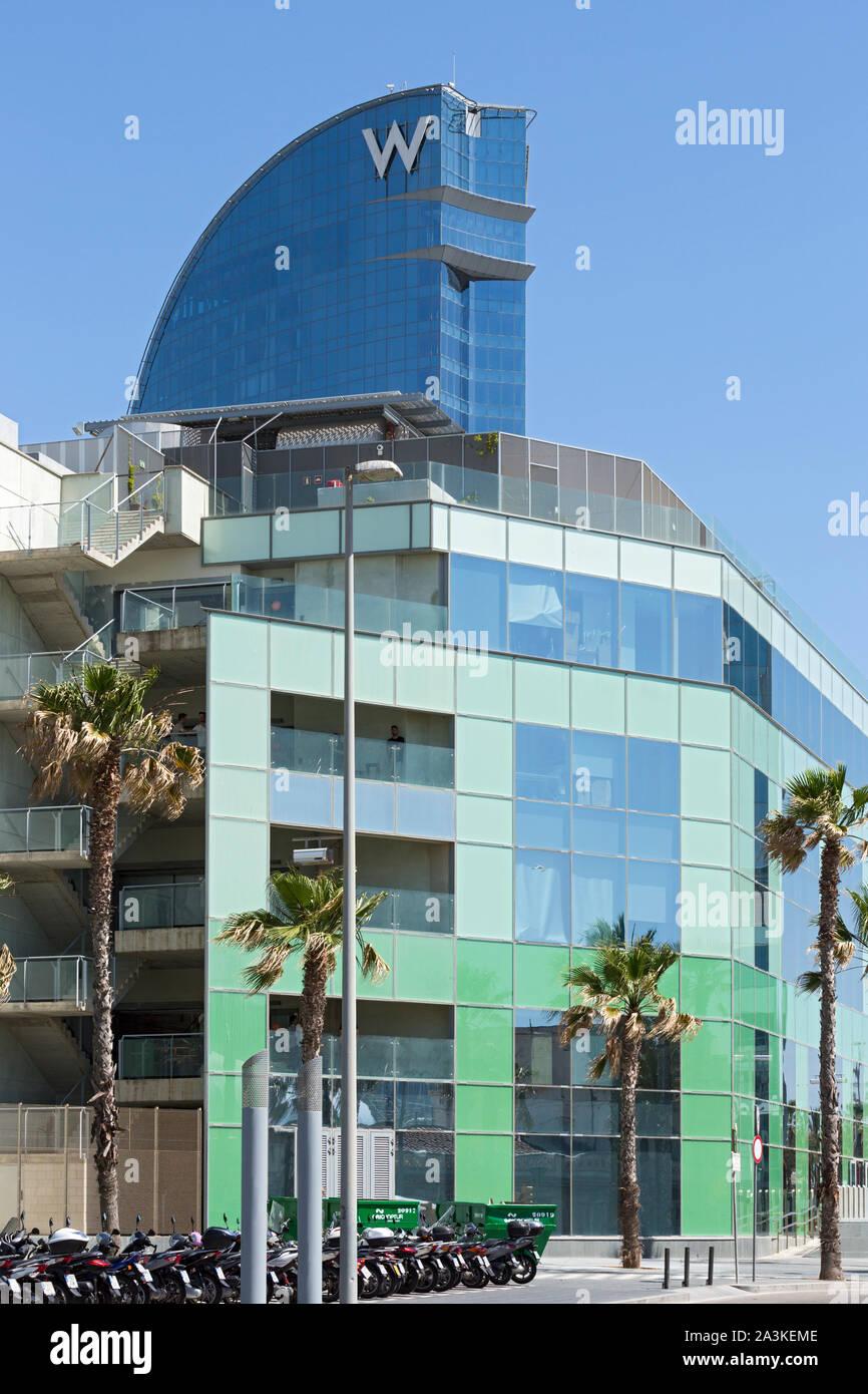 Barcellona; Barceloneta, Passeig de Joan de Borbo, Desigual shopping centre, Hotel W Foto Stock
