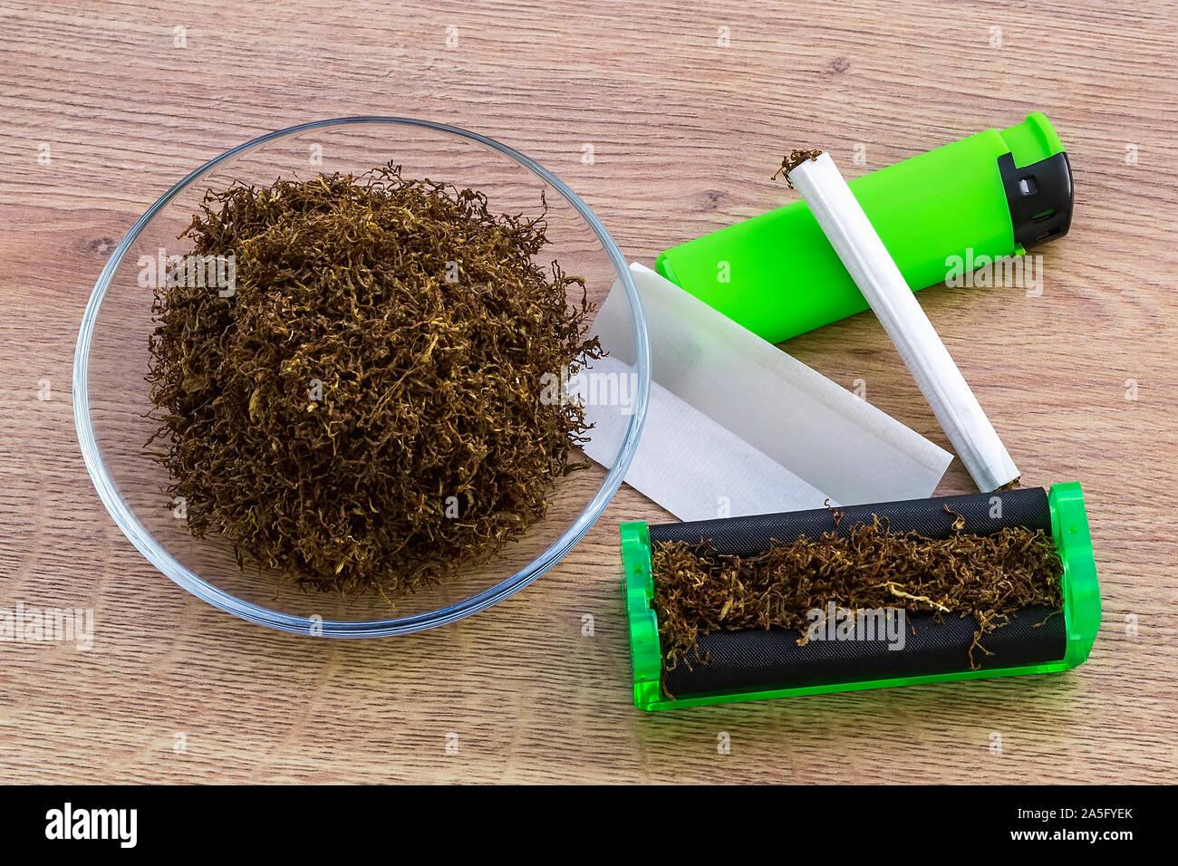 Rotolamento Di Sigarette Immagini E Fotos Stock Alamy