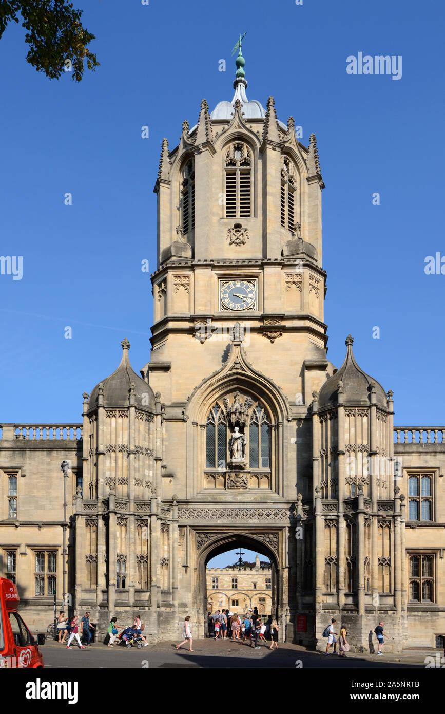 Tom Tower & Tom Gate, disegnato da Christopher Wren nel 1681-82, in stile gotico, in ingresso al Christ Church College, da St Aldates, Oxford Inghilterra Foto Stock