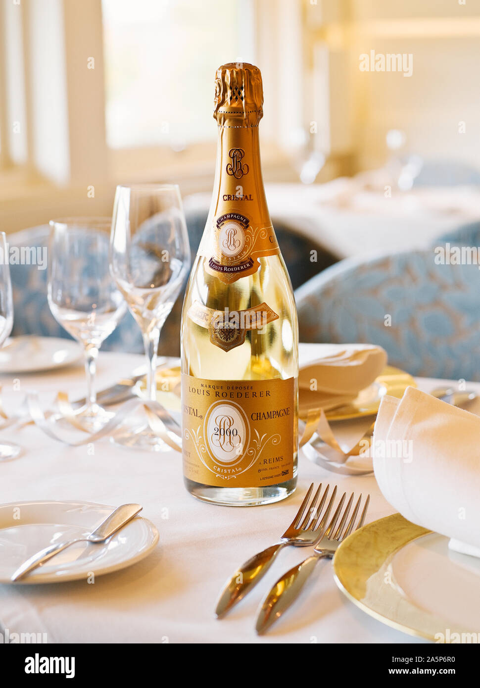 Bottiglia di Champagne sul tavolo Foto Stock