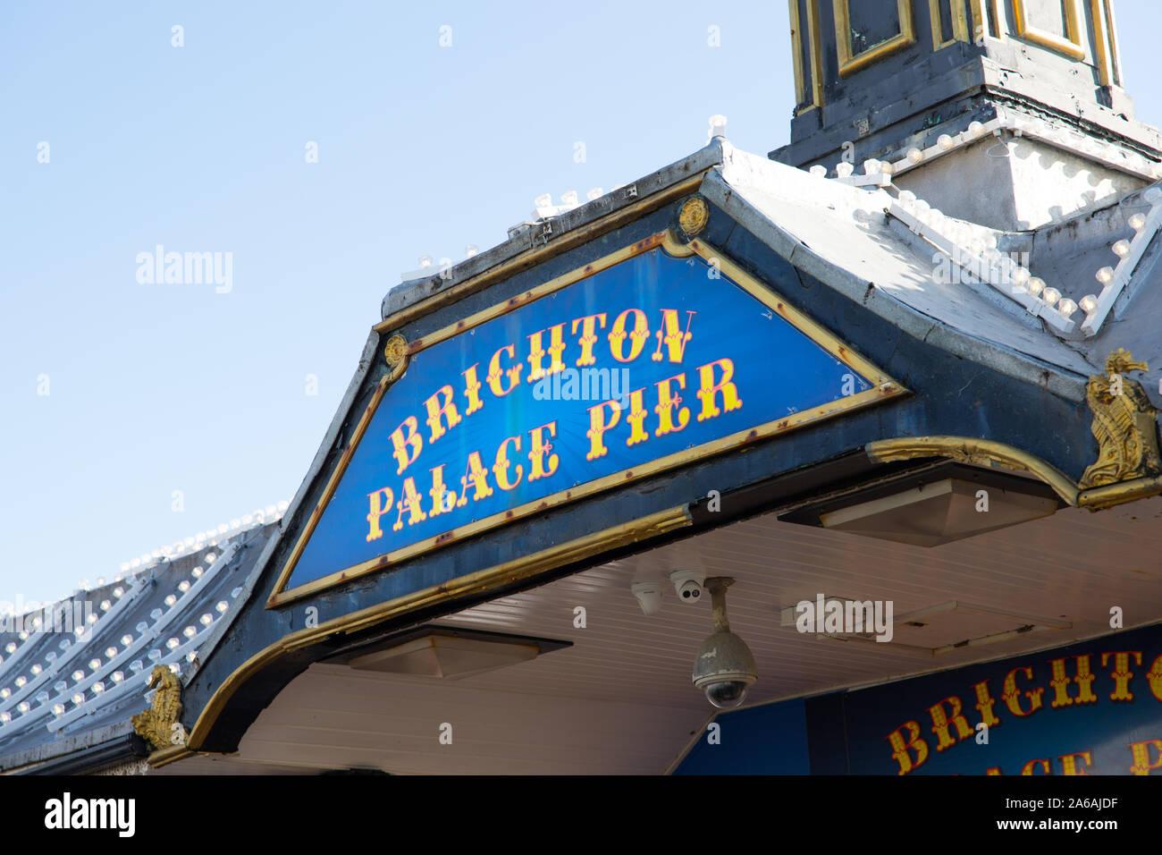 Parte anteriore del Brighton Palace Pier luna park - vedere Foto Stock