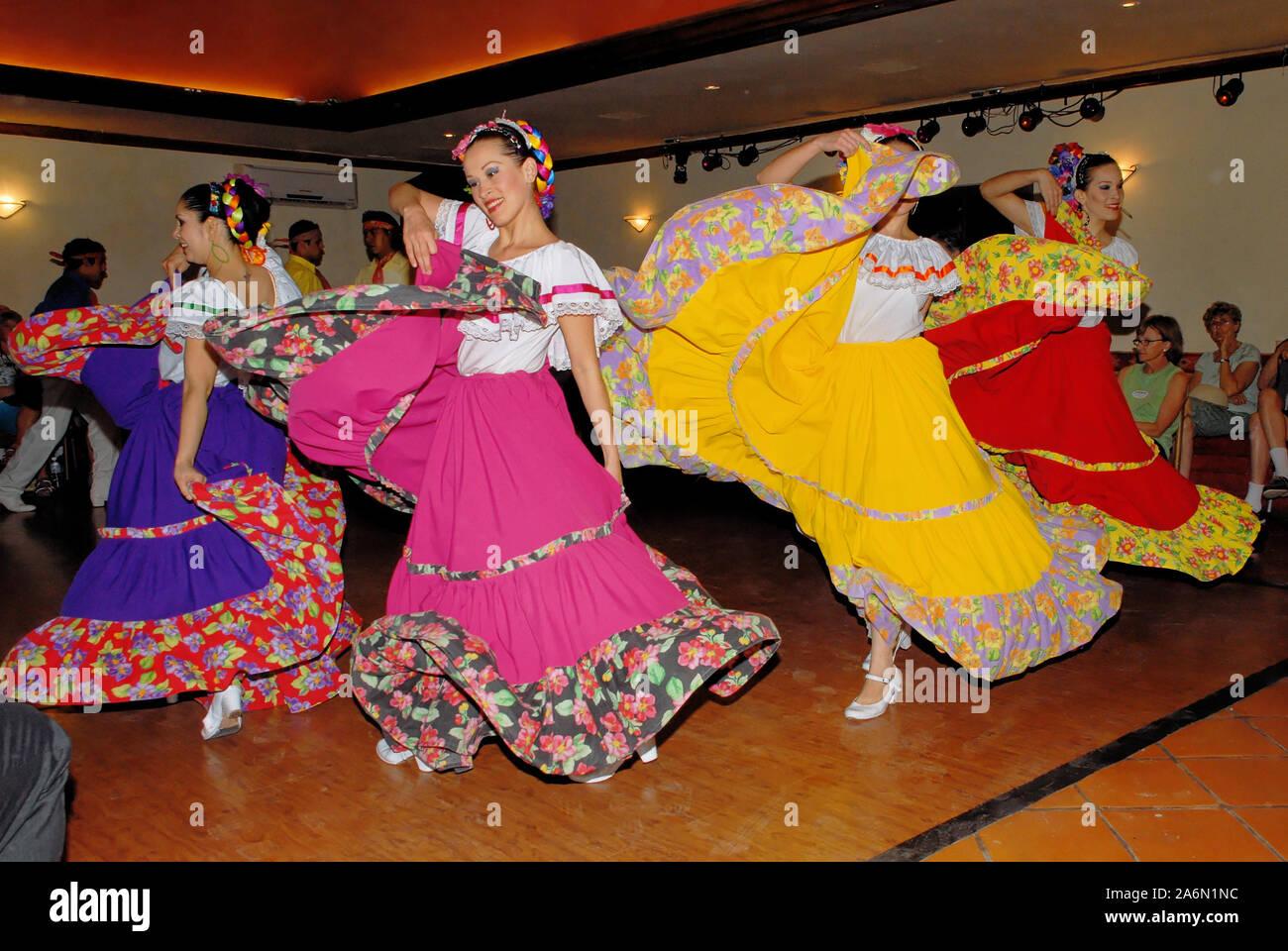 Mexican folk dance, danzatori provenienti da Loreto, Baja California Sur - Mexico. Posada de las Flores, Loreto, Messico, 01 aprile 2010 Foto Stock