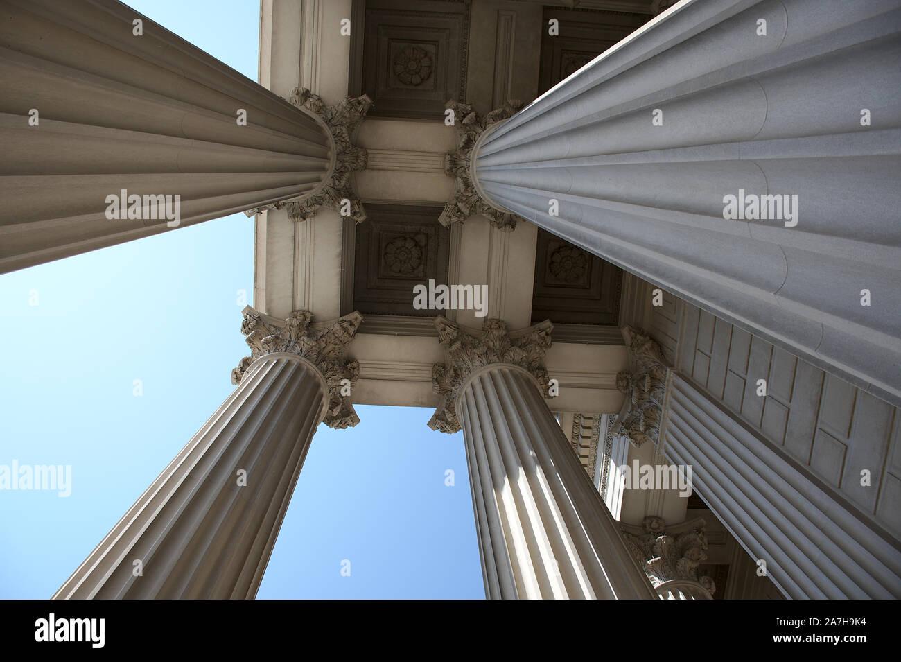 Colonne in archivi nazionali sulla Costituzione Ave a Washington DC Foto Stock