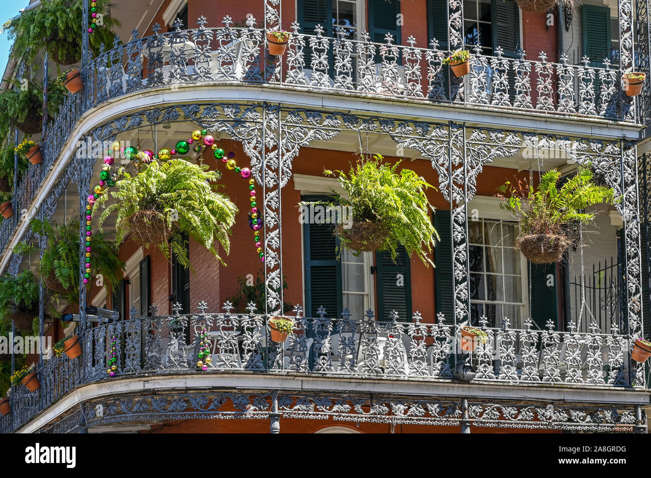 Il quartiere francese di New Orleans. Questo storico quartiere è una grande attrazione turistica famosa per la sua architettura iconica e vita notturna. Foto Stock