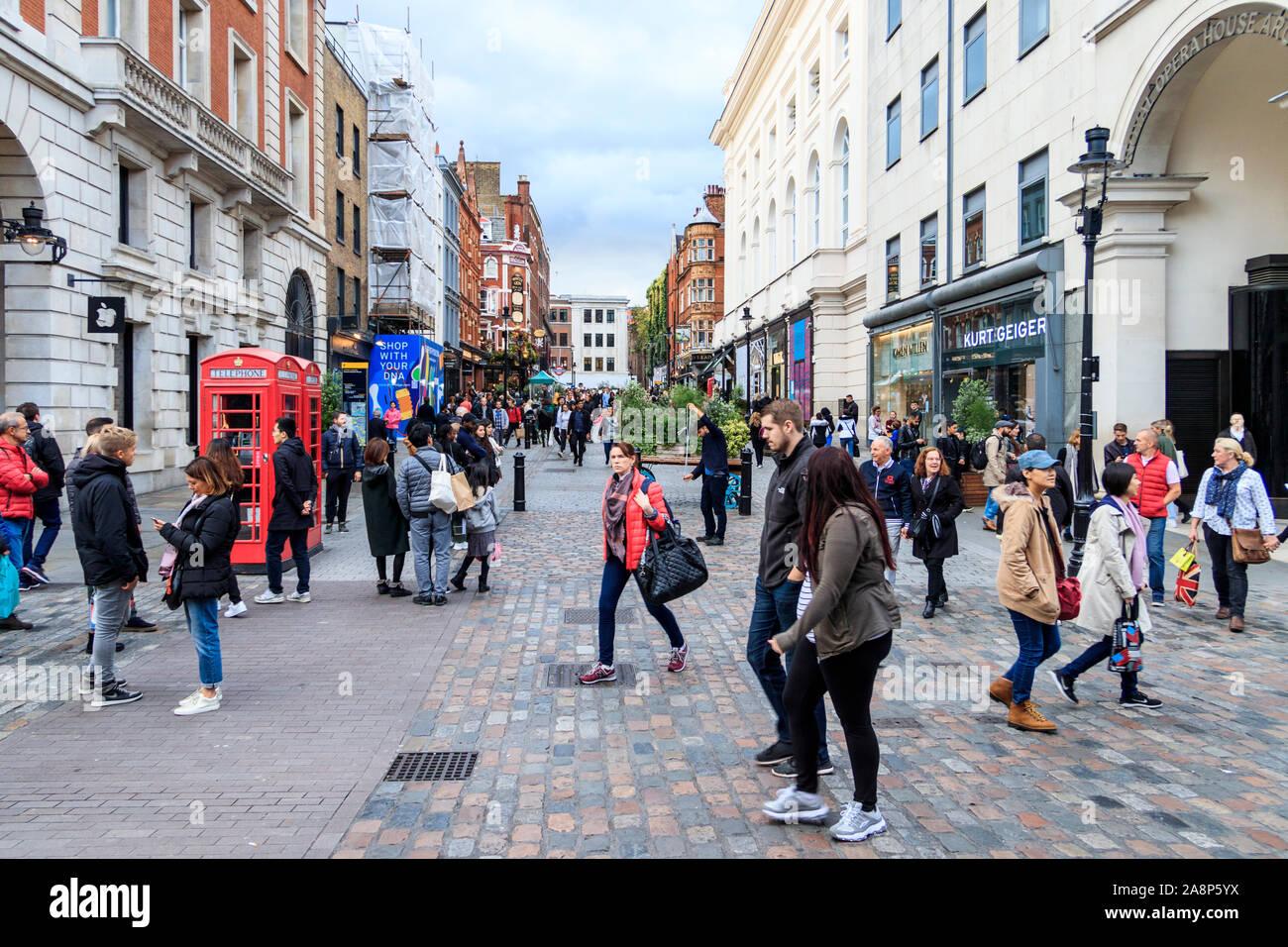 Gli amanti dello shopping e ai turisti di James Street, Covent Garden di Londra, Regno Unito Foto Stock