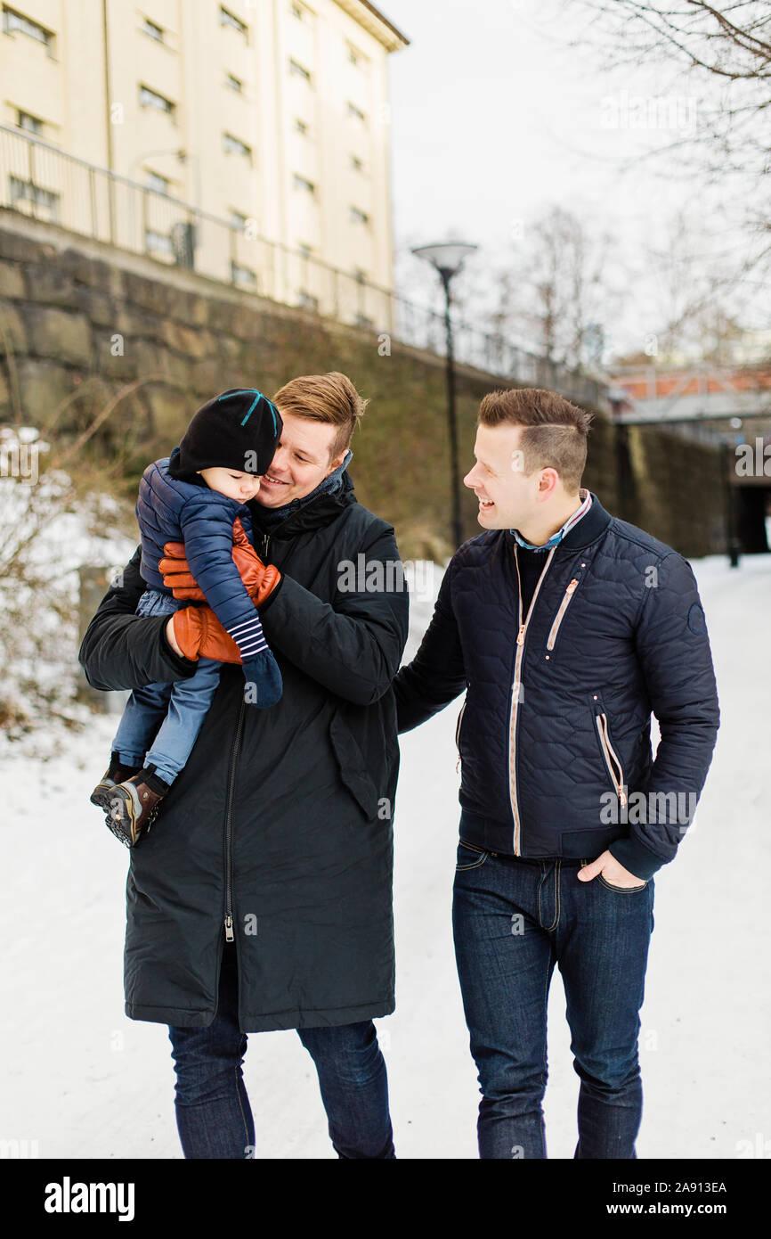 Giovane maschio con figlio Foto Stock