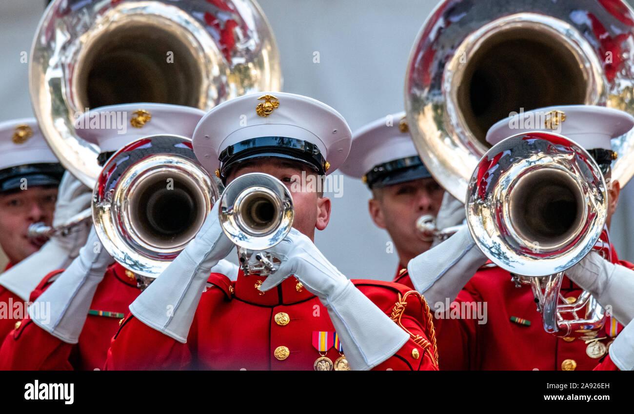 New York, Stati Uniti d'America, 11 novembre 2019. I musicisti del US Marine Corps band eseguire a veterani parata del giorno nella città di New York. Foto di Enrique Shore. Foto Stock