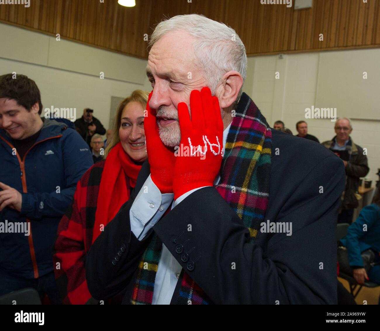 Glasgow, Regno Unito. Xiii Nov, 2019. Nella foto: Jeremy Corbyn MP - Leader del partito laburista. Leader laburista Jeremy Corbyn tours circoscrizioni chiave in Scozia come parte del più grande popolo-powered campagna nella storia del nostro paese. Jeremy Corbyn indirizzi attivisti sindacali e di campagna tra sedi per chiavetta in Scozia a fianco del lavoro scozzese candidati. Credito: Colin Fisher/Alamy Live News Foto Stock
