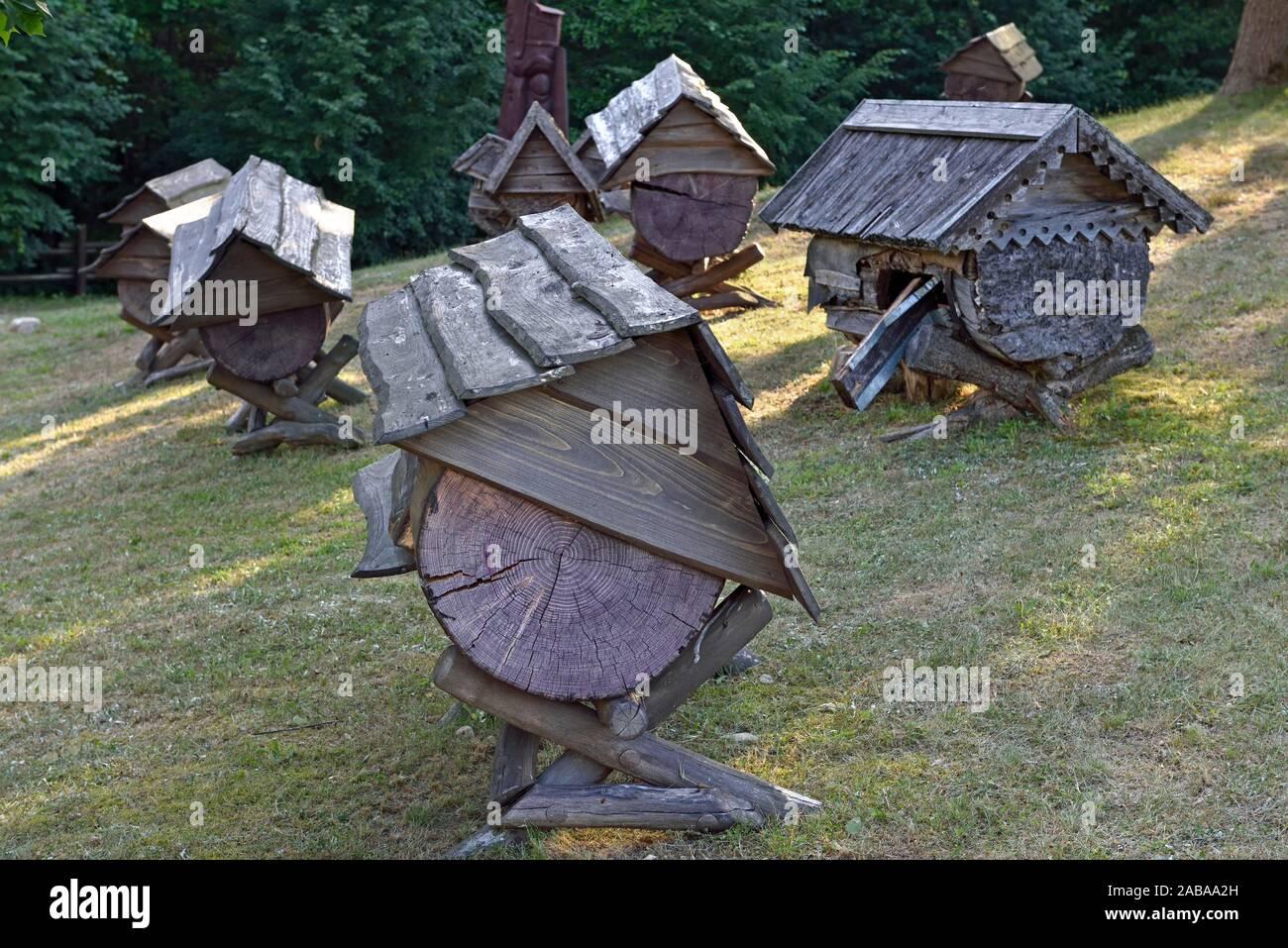 Antiche arnie nel Museo di apicoltura, Stripeikiai, Aukstaitija National Park, la Lituania, l'Europa. Foto Stock