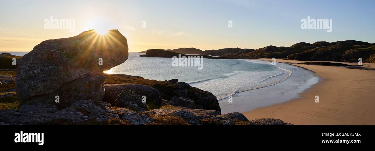Oldshoremore bay nei pressi di Kinlochbervie, Sutherland, Highland, Scozia. Vista panoramica Foto Stock