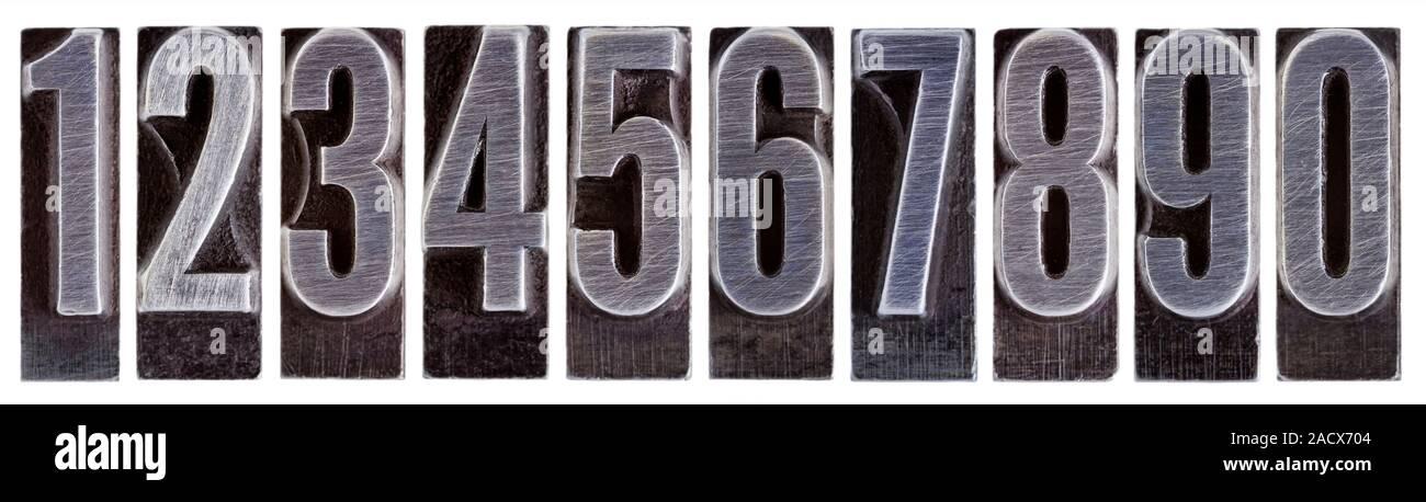 Retirarse Instalar en pc niebla tóxica  Fila di dieci numeri arabi da 0 a 9 nel vecchio metallo grunge tipografia  blocchi isolati su bianco Foto stock - Alamy