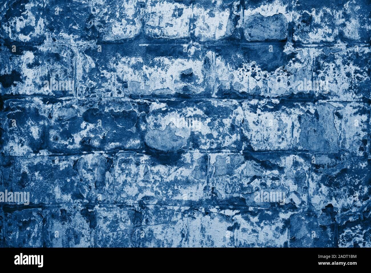 La texture della vecchia dipinte di blu un muro di mattoni. Foto Stock