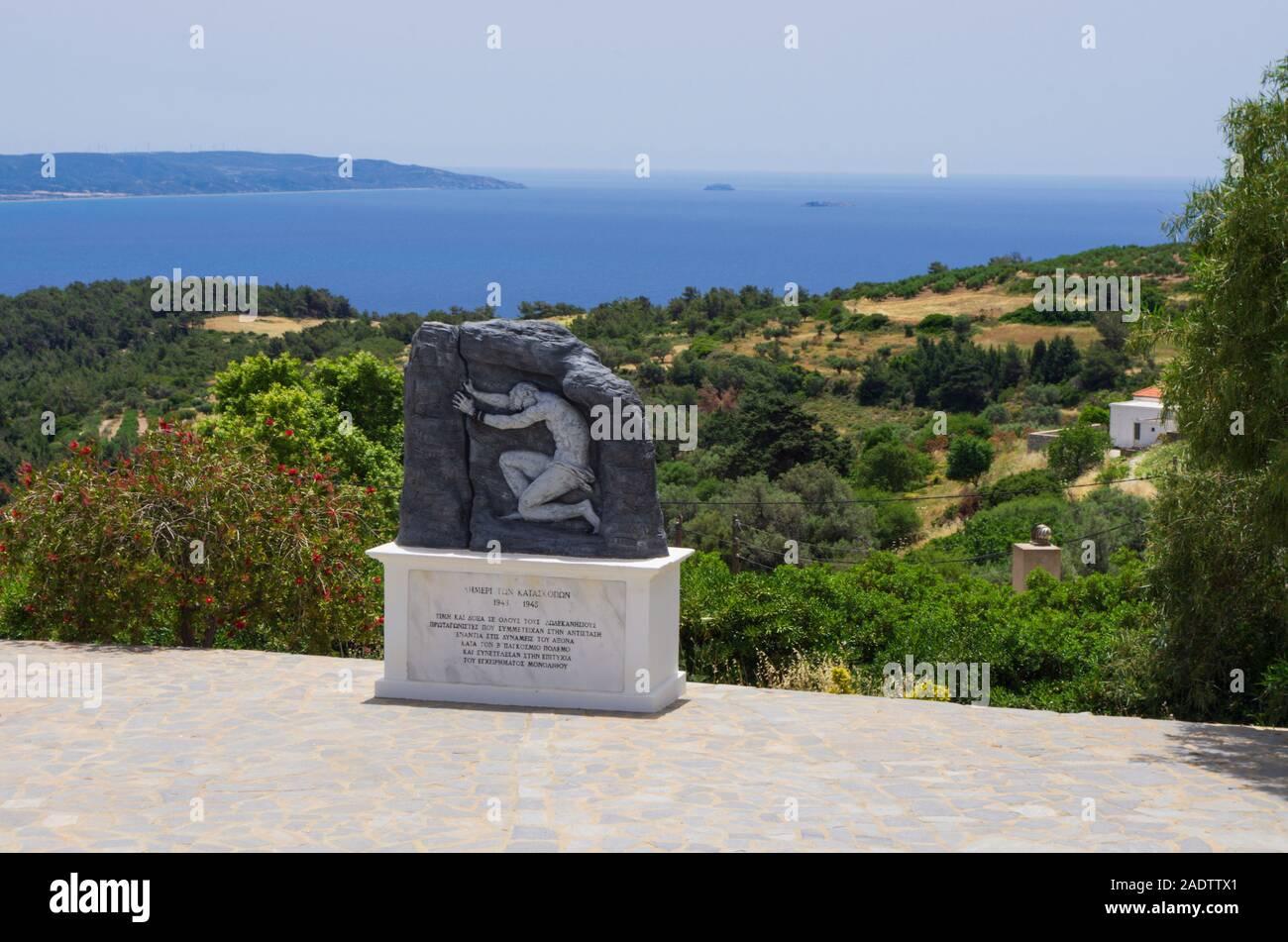 Monolithos village, Rodi, Grecia - 28 Maggio 2019: War Memorial dedicato alla resistenza greca sull'isola di Rodi e il Dodecanneso archipela Foto Stock