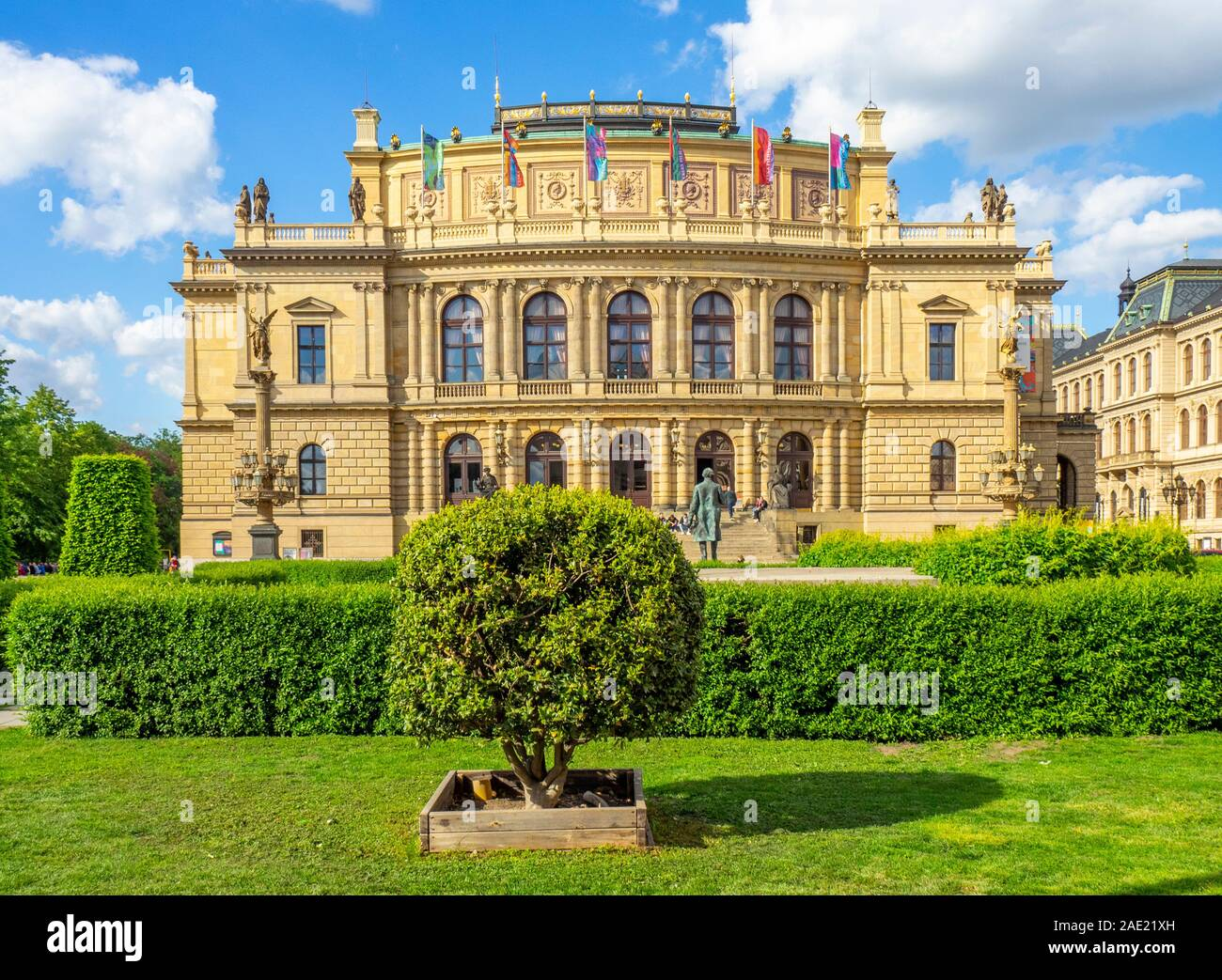 Jan Palach Square e Rudolfinum di Praga Repubblica Ceca. Foto Stock