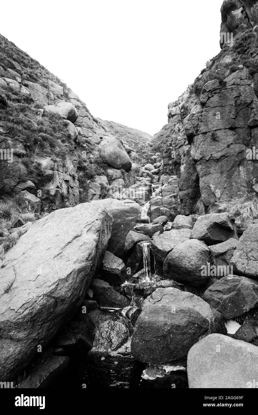 Paesaggi mozzafiato del bellissimo Parco Nazionale di Peak District nel Derbyshire, Kinder Scout, Edale e scaletta Jacobs Foto Stock