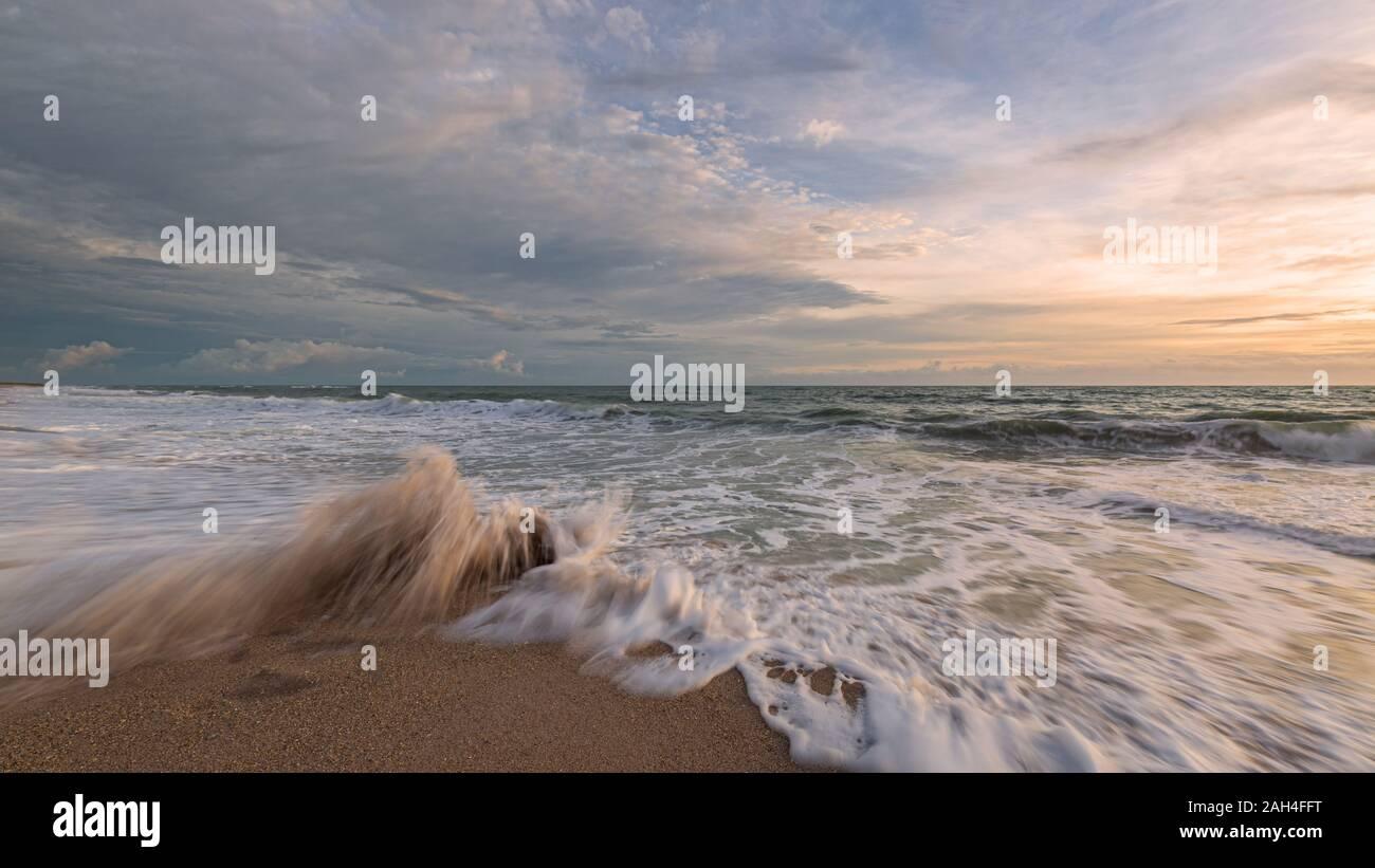 Sunrise all'Oceano Atlantico, Florida, Stati Uniti d'America Foto Stock