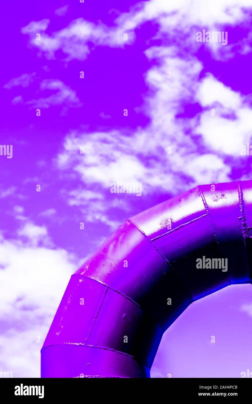 Viola colorised concetto di angolo a gomito a ruotare o piegare a lavori gas park a Seattle nello Stato di Washington STATI UNITI D'AMERICA Foto Stock