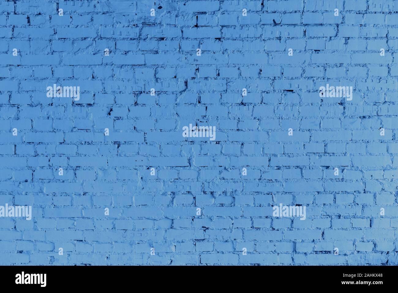 Il profondo blu del muro di mattoni texture vicino. Carta da parati moderna progettazione per il web o di Grafica d'arte progetto. Banner Trendy virati al blu classico - colore del 2020 Foto Stock
