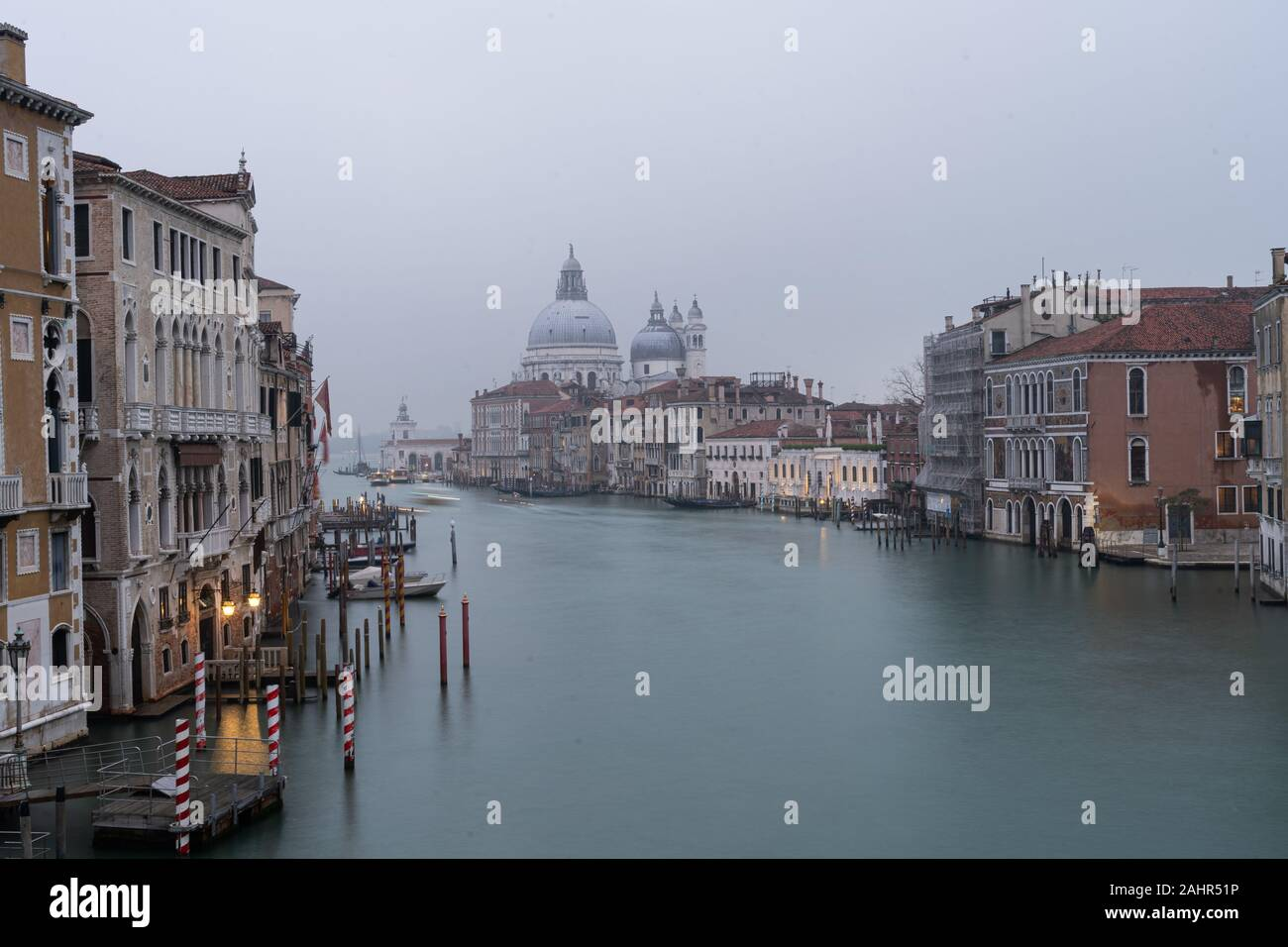 Vista del Canal Grande dal Ponte dell'Accademia, Venezia, Italia Foto Stock