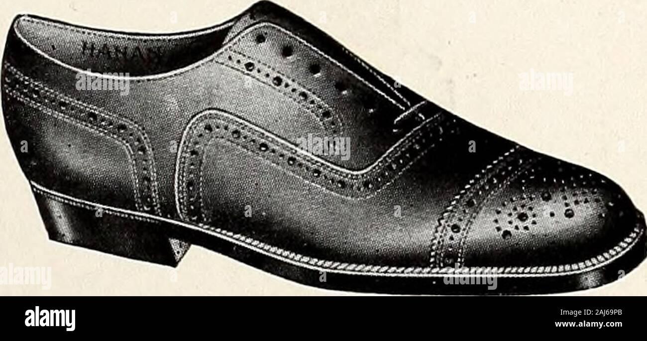 Il blu e il bianco [numero] . POLLOCKS POLLOCKS dove un uomo trova Footwearof ammenda correttezza. Gli studenti e i distributori di scarpa mode per più anni thanfourteen; la salita sulla scala del successo da anhumble shop per la migliore scarpa home nel Sud; tali isthe record di Pollocks. Esso è detto brevemente qui come una guida-toassure voi questo negozio è in dotazione in ogni modo per fornire i requisiti di yourFootwear. Canan & SONS belle scarpe Custom-Made POLLOCKS scarpe seta semi-flessibile CALZE DA GOLF 39 PATTONAVENUE Foto Stock