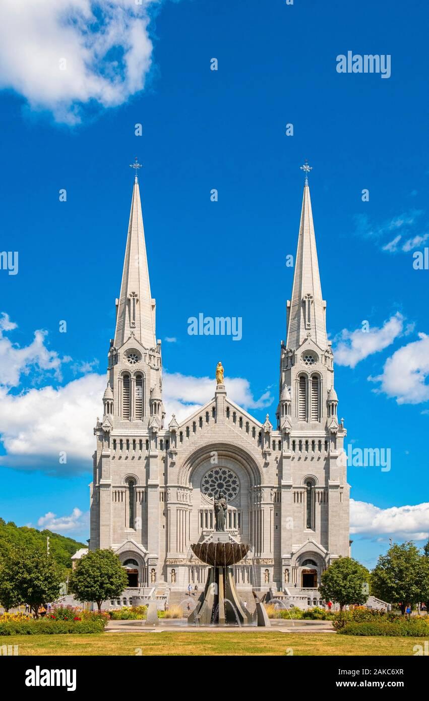 Canada, Provincia di Quebec, Capitale Nationale regione, Beaupre CoaSaint Saint Anne de Beaupre, Sainte Anne de Beaupre basilica Foto Stock