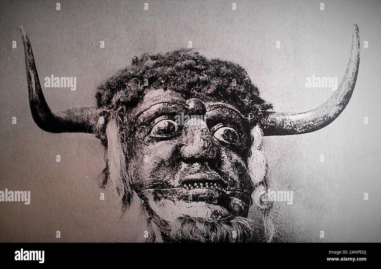 Il Dorset Ooser è una testa di legno che presenti nel XIX secolo inglese della cultura popolare. La testa è stata una maschera di cava, e comprendeva un volto umano con le corna, una barba e incernierata una ganascia che ha consentito la bocca per aprire e chiudere Foto Stock
