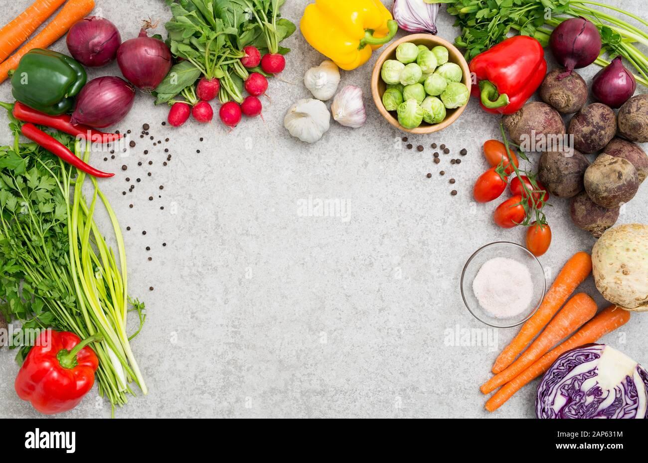 Cibo di sfondo ingrediente di cottura cucina concetto pasto vegetariano salute vegetale vista superiore dello spazio tabella della scheda vuoto concetto marrone - immagine di stock Foto Stock